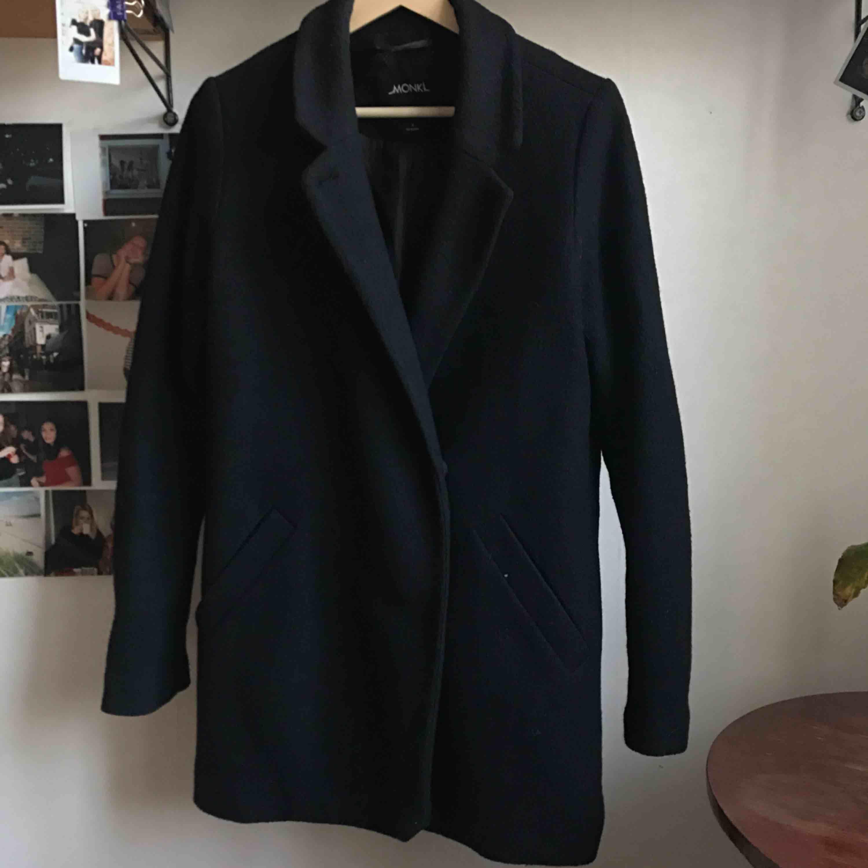 monki svart kappa