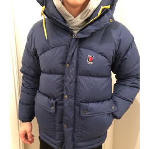 Fjällräven vinter dun jacka Nypris 5999  Inköpt på naturkompaniet  Size S herr  Säljer för 1500kr  Mvh Jessica