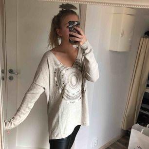 Fri frakt! Jättefin varm tröja i perfekt skick. Supermysig och snygg! 🌞