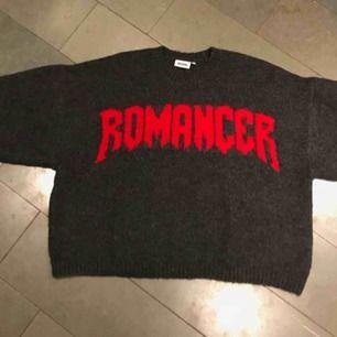 Unisex oversized dropshoulder sweater från weekday. Originalpris 600 kr, knappt använd. Kan mötas upp i Malmö/Lund annars tillkommer frakt.