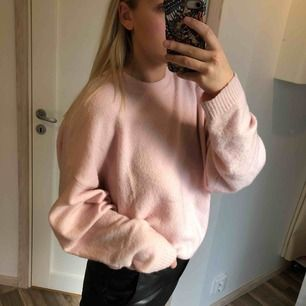 Jättefint rosa tröja! Använd 2-3 gånger ✨ Fri frakt!