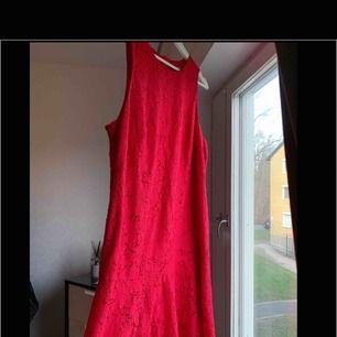 Klänning från H&M. Oanvänd. Storlek: 50 100 kr eller bud