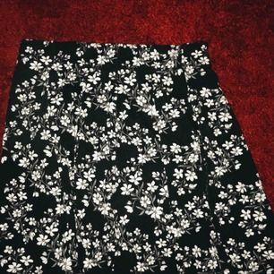 Söt kjol köpt ifrån cubus, använd bara en gång😊 Köparen står för frakten.