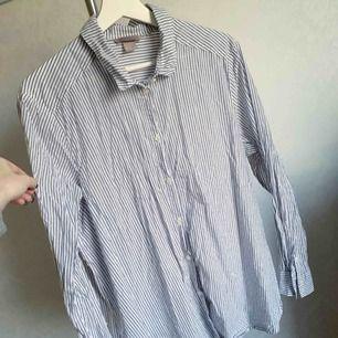 Skjorta/blus från H&M. Oanvänd. Storlek: 46 Bud!