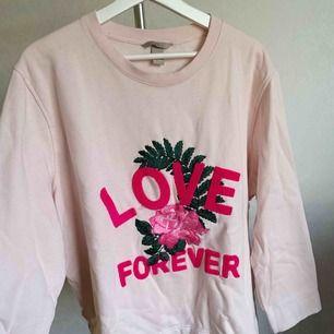 Sweatshirt från H&M. Fint skick. Storlek: 2XL Bud!