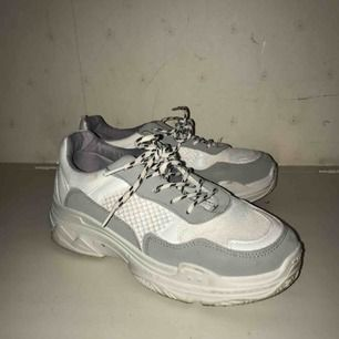 Jättesnygga skor från boohoo. De är använda 2-3 gånger så i bra skick! GRATIS FRAKT!!