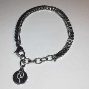 Snyggt stilrent armband från edblad. Nyskick. Frakt ingår ✨