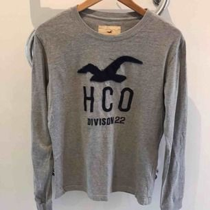 långärmad T-shirt från Hollister, fint skick! Finns i Karlstad, kan skickas!