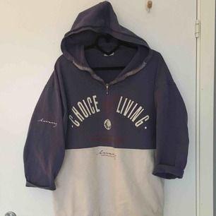 Lila/vit hoodie från Beyond retro i storlek M. Säljer för 150 kr inklusive frakt, skickas  inom ett dygn! :)