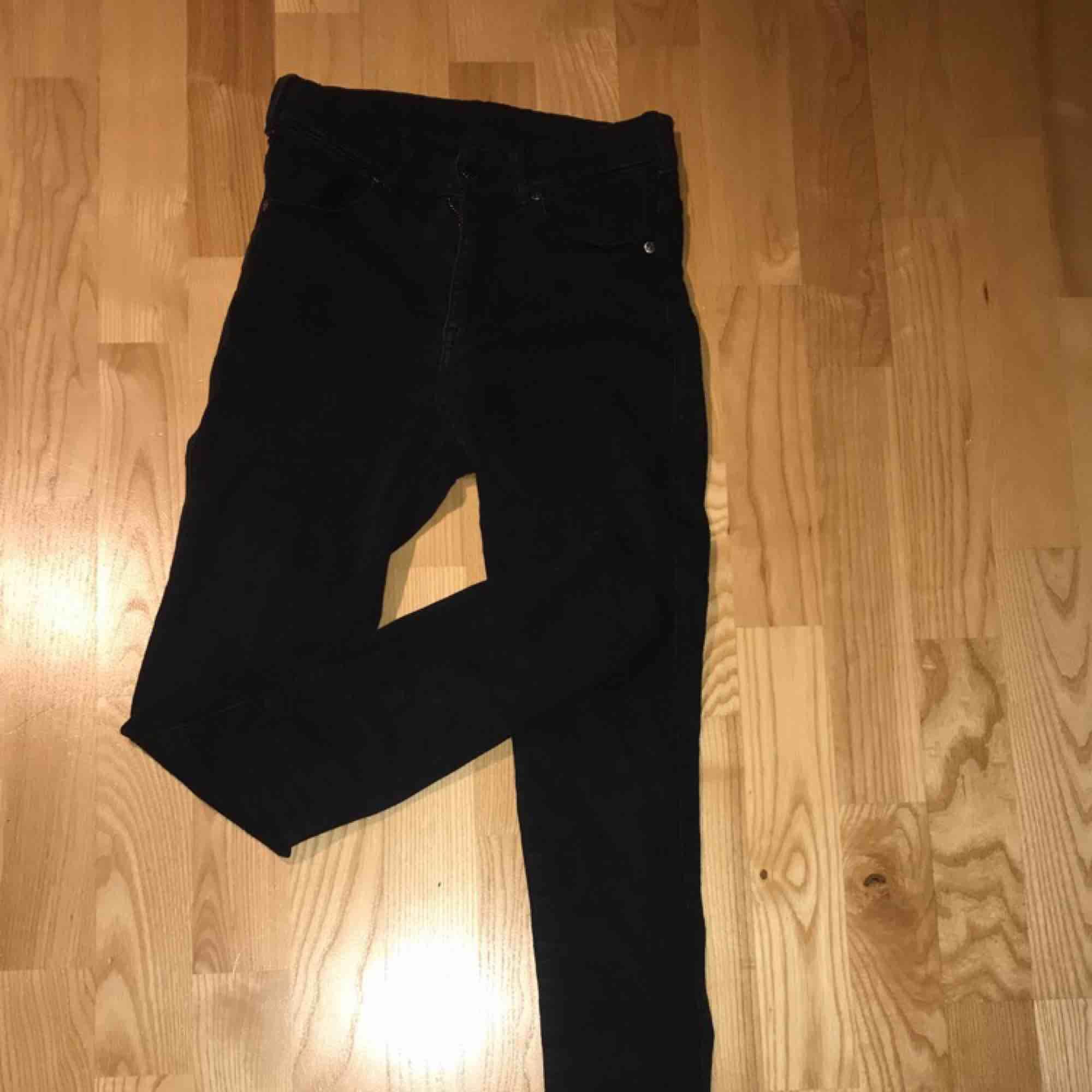 Dr denim jeans bra skick, höga i midjan. Jeans & Byxor.