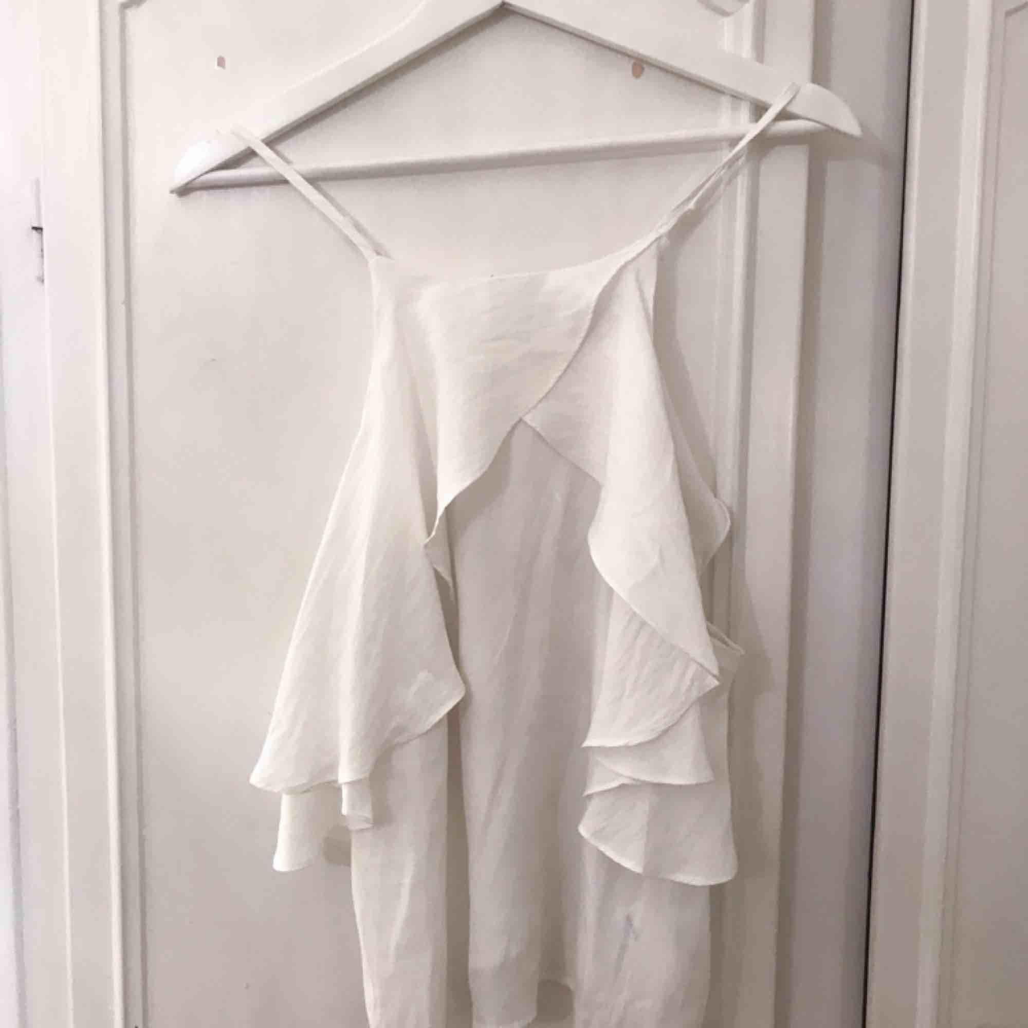 Fin vit topp/blus/linne från JC.💕. Blusar.