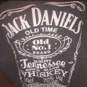 Jack Daniels tröja, tjocktröja. Den är mysig och väldigt varm. Den är i storlek M