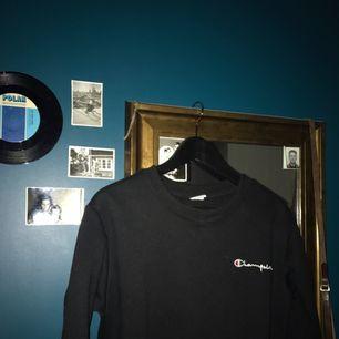 Säljer min snygga Champion tröja, de tar emot men behöver pengarna:')(   Köpte för 500 här på plick för ett tag sedan. Frakt tillkommer