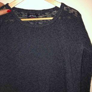 Fin stockad tröja från solo, bekväm, simpel och stilren! Frakt tillkommer!!