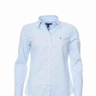 Ljusblå gant-skjorta. Inköpt för ett par år sedan men sparsamt använd. Nypris 1000