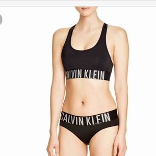 Sportigt bikiniset från Calvin Klein.  Köparen står för frakten.
