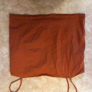 Skitfint oranget linne från Gina Tricot. Använd 1 gång.  Frakt tillkommer.