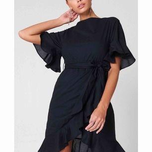 Supersöt klänning från NA-KD, köpte tyvärr en för liten storlek så den är aldrig använd..  köparen står för frakt.