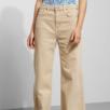 Beiga jeans från Weekday, väldigt bra skick då dom knappt är använda. Orginalpris 500 kr. Passar mig som är 38/40 och M i byxor.