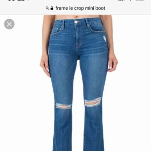 Frame jeans, originalpris 3200. Oanvända med lappen på. Modell cropped flare