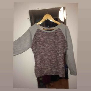 Jättefin tröja!! Kan mötas upp i Jönköping eller frakta men då står köparen för det. Lovar en snabb & pålitlig affär :)