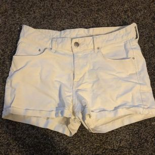 Vita shorts inköpta på h&m, näst intill oanvända🌸