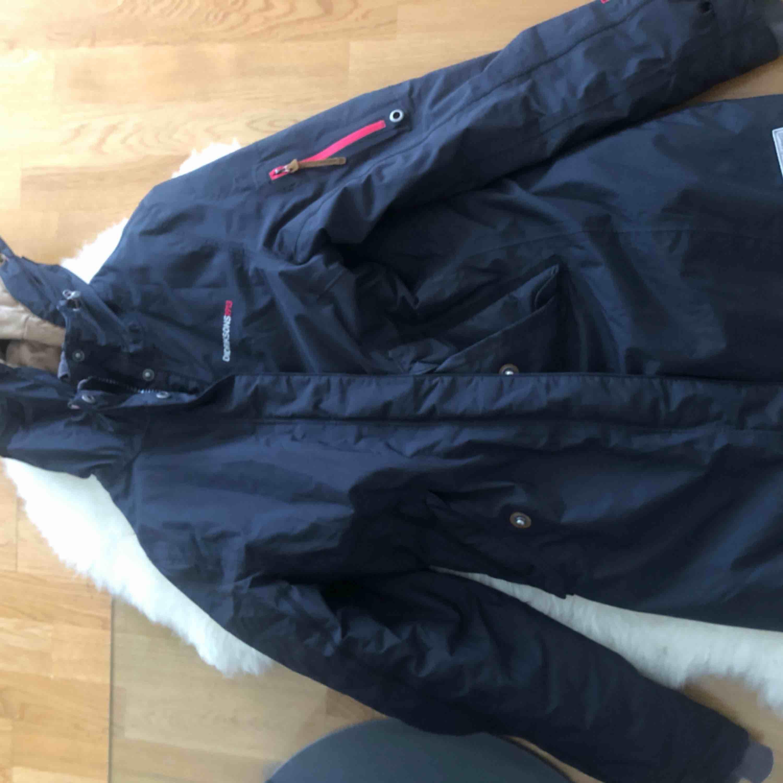 Säljer min nästan oanvända Didriksons jacka!   Så fin och i underbart skick!   Storlek 36/S  . Jackor.