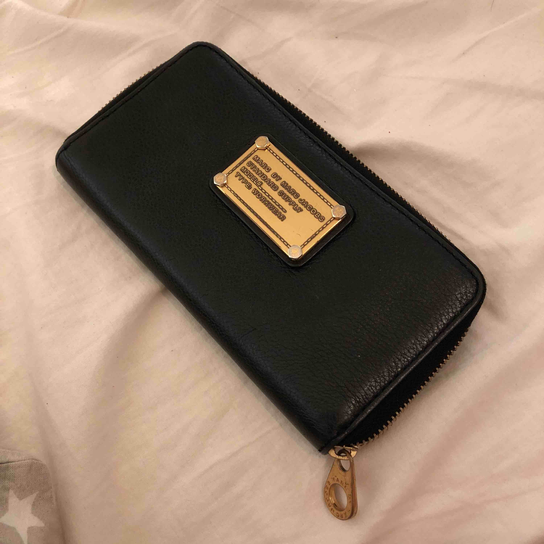 erbjuda rabatter elegant billigare Säljer min marc jacobs plånbok - Marc Jacobs Väskor - Second Hand