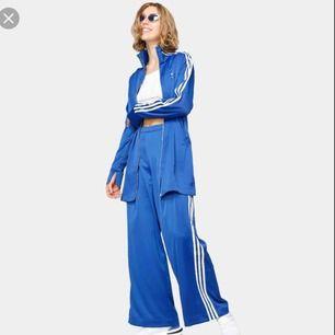 Supersnygg cardigan från Adidas, storlek 38. Inköpt i höstas men aldrig använd.