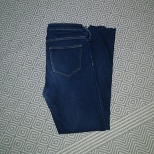 Ett par snygga jeans. dom är ifrån h&m. Säljer dom för dom e för korta för mig och jag är 163 ichh. Frakten står köparen för.