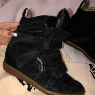 Svarta superfina isabel marant skor! Säljes då dom inte kommer till användning längre!🌟🌟