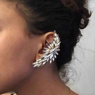 Diamante vänsteröra earcuff. Fint kvalité. Används inte lika ofta som den förtjänar :(  Fri frakt👍🏽 Check out profile for more💛