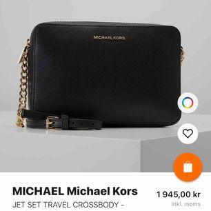 Säljer min nästan helt nya Michael Kors väska, använd 3 gånger. Den är köpt från USA, men måste leta efter kvittot. Nypris ca 2000 kr . Om fler bilder önskas är det bara att kontakta mig😚 Frakt står köparen för