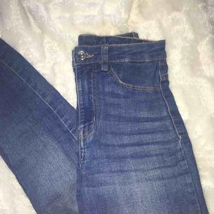 Aldrig använda jeansbyxor från hm. Jättesköna och fin ljusblåa. Köparen står för frakten❤️
