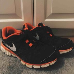 Nikeskor storlek 40 Ok skick men fina!