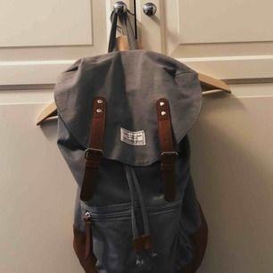 Snygg ryggsäck, kan mötas upp eller frakta för 36 kr