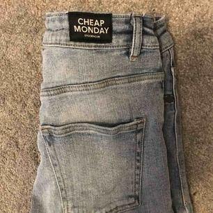 Skitsnygga jeans från cheap monday Stockholm, storlek 28/29, högmidjade, frakt 36 kronor💗💗 från Nelly.com