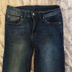 Högmidjade jeans storlek M, 0 kronor frakt🌸🌸
