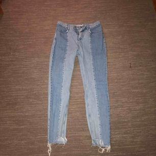 Jeans från NAKD med slitningar längst ner, använda 1 gång. Frakt betalar köparen