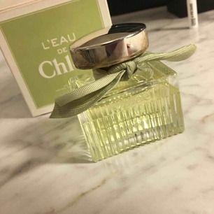 Leau de Chloe' edt 50 ml. Fin och frisk citrusdoft från cloe Garanterat äkta vara. Hinner ej använd upp.skickas mot frakavgift
