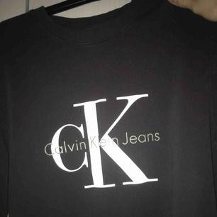 Oanvänd Calvin Klein sweather