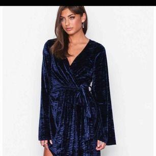 Supersnygg klänning! Perfekt till jul eller nyår! Frakt tillkommer på 27kr🌸