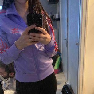 En andisas hoodie, kom med prisförslag :)