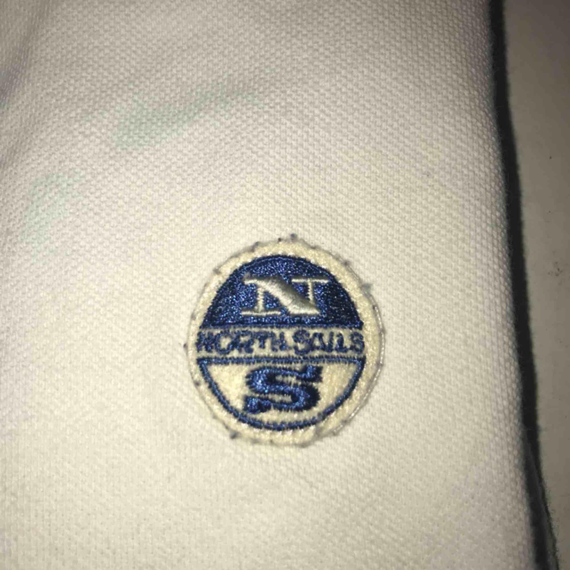 Pike från North Sails storlek S Herr. Sparsamt använd, lite luddig på märket men de går att ta bort💙. T-shirts.