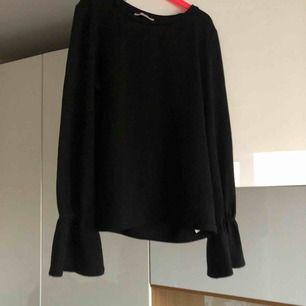 Säljer denna tröja jag köpt på zalando.se, sparsamt använd å super skön.