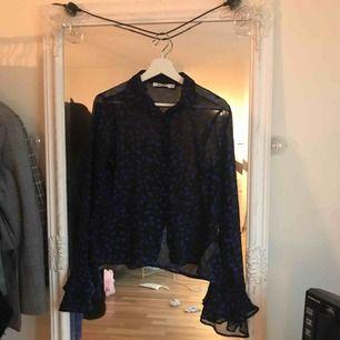 Blus från Na-Kd. Använt 2 gånger och känner at det inte riktigt är min stil :) superfin tröja annars!!
