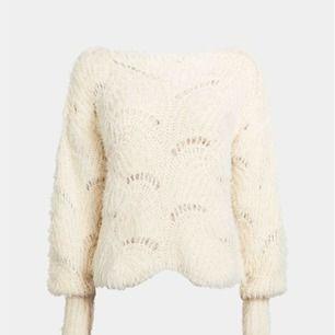 Otroligt mysig och snygg stickad tröja! Kommer från bikbok och är slutsåld inkl frakt. Oanvänd med lappar kvar!!   Kostar 399kr ny.