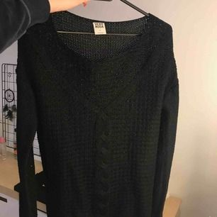 Stickad tröja från Vero Moda. 70kr + frakt, betalning via swish ☺️