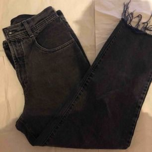 fantastiskt par trendiga svarta jeans, extremt bekväma och i perfekt skick! midja-75cm ~ längd-98cm