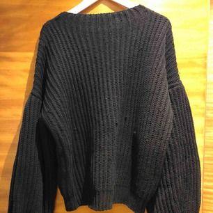 Stickad tröja från NAKD med ballong ärmar. Storlek S men går bra som M med.